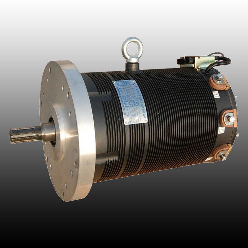 电机适用于:由蓄电池供电的牵引行走的驱动和转向及提升油泵的驱动,适用于各类电动叉车、电动轿车、电动大巴的的首选驱动动力。  电机特点:适用面广,可与德国DMC、美国DANAHER、萨牌、KDS、GE等多种进口知名电控配套使用,具有完备的速度反馈系统和温度检测保护系统,本产品噪音低,效率高,过转矩能力强,结构紧凑,能在相对湿度直到100%,在电机表面形成凝露的环境下正常运行,免除直流电机对电刷定期更换、整流子维护保养的烦恼,真正实现了全过程免维护运行。